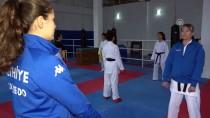 ŞEHİT YÜZBAŞI - Anne Kız Karatede Başarıya Birlikte Ulaştı