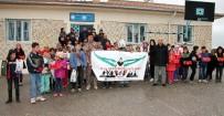 KIRTASİYE MALZEMESİ - Avcılar Midyat'ta Okul Onardı, Öğrencilere Yardım Elini Uzattı