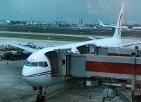 YOLCU UÇAĞI - Hostes 'Slide' Patlatınca Uçak 3 Saat Rötar Yaptı