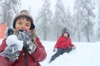 İBRAHIM YıLMAZ - (Özel) Kartepe'de Kar Kalınlığı 1 Metreye Yaklaştı