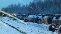 ZIRHLI ARAÇLAR - Rusya'da Askeri Araçları Taşıyan Tren Devrildi