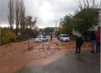 DOLU YAĞIŞI - Şiddetli Dolu Ve Yağmur Yağışı Vatandaşları Hazırlıksız Yakaladı