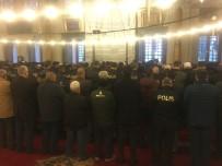 FATİH BELEDİYESİ - Beşiktaş'taki Terör Saldırısında Şehit Olan Polisler İçin Fatih Camii'nde Mevlid-İ Şerif Okutuldu
