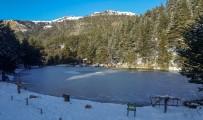 MEHMET ERDOĞAN - Buz Tutan Göle Eşsiz Günbatımı Manzarasında Ulaştılar