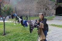 İHLAS - Çocukların Üşümemesi İçin Askıda Elbise Kampanyası Başlattılar
