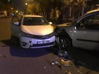 SELAHATTIN EYYUBI - Diyarbakır'da Trafik Kazası Açıklaması 2 Yaralı
