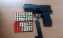 KURUSIKI TABANCA - Düğün Magandaları Silahlarıyla Birlikte Yakalandı