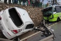HALK OTOBÜSÜ - Halk Otobüsü İle Otomobil Çarpıştı Açıklaması 3 Yaralı