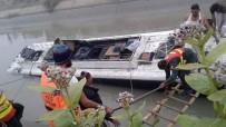 PENCAP - Pakistan'da Çifte Kaza Açıklaması 10 Ölü 42 Yaralı