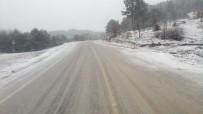 YAĞIŞLI HAVA - Dursunbey'in Yüksek Kesimlerinde Kar Yağışı Etkili Oldu