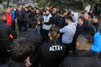 OSMANLISPOR - Futbolculara Şok Sözler Açıklaması 'Bir Daha Ki Sefere Kazma Sapıyla Geliriz'