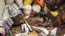 ANTAKYA - Hatay'da Dağdan Yuvarlanan Kaya Parçaları Eve Düştü