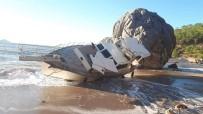 MAVIKENT - Kıyıya Vuran Tekne Yan Yattı