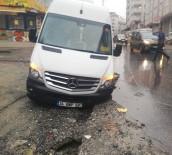 İŞÇİ SERVİSİ - (Özel) Esenyurt'ta Yol Çöktü, İşçi Servisindeki 3 Kişi Yaralandı