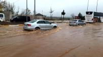 SU BASKINI - Adıyaman'da Cadde Ve Sokakları Su Bastı