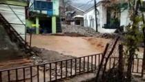 EVDE TEK BAŞINA - Adıyaman'daki Sağanak Evin Damını Çökertti