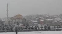 Afyonkarahisar'ın İscehisar İlçesinde Kar Yağışı Başladı