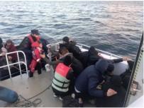 SOSYAL HİZMETLER - Ayvalık'ta 13 Afgan Mülteci Boğulmaktan Son Anda Kurtarıldı