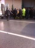 HALK OTOBÜSÜ - Halk Otobüsü Trafik Polisine Çarptı