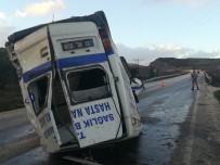 SAĞLIK PERSONELİ - Hatay'da Ambulans Devrildi Açıklaması 2 Yaralı