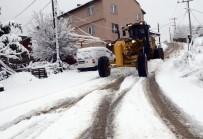 İŞ MAKİNASI - Kapanan Köy Yolları Ulaşıma Açıldı
