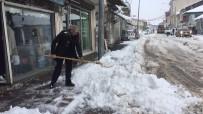 SU BASKINI - Karlıova'da Kar Temizleme Çalışmaları Başladı