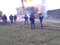 AHŞAP EV - Kastamonu'da İki Katlı Ahşap Ev Tamamen Yandı