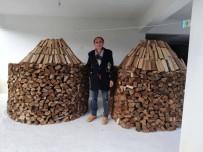Kestiği odunları sanat eseri gibi dizdi