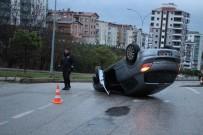 PIYADE - Samsun'da Otomobil Takla Attı Açıklaması 2 Yaralı