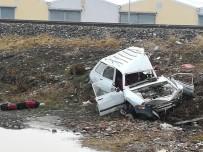 İLK MÜDAHALE - Sandıklı'da Tren Otomobil İle Çarpıştı, Sürücü Ağır Yaralandı
