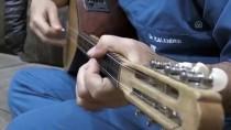 KALENDER - Sıra Dışı Hekim Şarkılarına Klip Çekiyor
