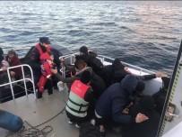 Tekneleri Sürüklenen Mültecileri Sahil Güvenlik Kurtardı
