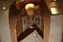 HELENISTIK - Tokat'ta 2000 yıllık iskelete yoğun ilgi