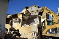 ZABıTA - Akdeniz'de Metruk Binalar Yıkılıyor