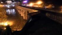 AKALAN - Dicle Barajı'nın Kapaklarından Biri Yağış Nedeniyle Koptu