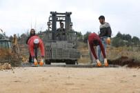 YOL YAPIMI - Erdemli'de Parke Yol Çalışmaları Sürüyor