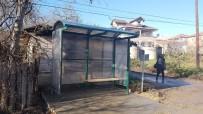 MUSTAFA ÜNAL - Öğrenciler Soğukta Kalmasın Diye Durak Yapıldı