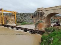 RESTORASYON - Sel Suları 400 Tonluk Demir İskeleyi Sürükledi