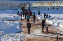 KAR TOPU - Uludağ'da Fırtınadan Sonra Açan Güneş Tatilcileri Sevindirdi