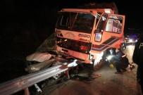 KORDON - Vatandaşa Yardım İçin Duran Polis Aracına Kamyon Çarptı Açıklaması 6 Yaralı
