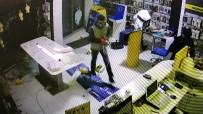 20 DAKİKA - 20 Dakika Arayla Cep Telefonu Mağazasını Soyan Hırsızlar Güvenlik Kamerasına Yakalandı