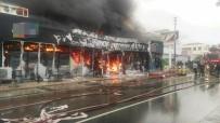 HACI MEHMET KARA - Alaçatı'da Çıkan Yangın Güçlükle Kontrol Altına Alındı