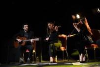HER AÇIDAN - Antalya'da Grinko Konserinde İzleyiciye Plastik Sandalye Şoku