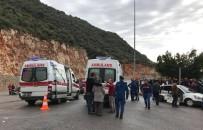 SAĞLIK EKİPLERİ - Antalya'da Trafik Kazası Açıklaması 6 Yaralı