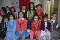 DEFİLE - Ev Kadınlarının Düzenlediği Yerel Kıyafet Defilesine Yoğun İlgi