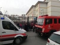 YANGINA MÜDAHALE - İstanbul'da Ortaokulda Yangın Paniği