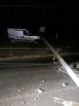 Kontrolden Çıkan Araç Elektrik Direğine Çarptı Açıklaması 1 Yaralı