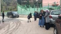 SAĞLIK EKİPLERİ - Okula Giderken Minibüsün Altında Kalana Öğrenci Yaralandı