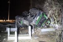 NECMETTİN ERBAKAN - Takla Atan Tır Mezarlığa Girdi, Sürücü Yaralı Olarak Kurtuldu