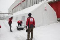 YARDIM MALZEMESİ - Avrupa'dan Çevrilen Göçmenler Kızılay Çadırlarına Sığınıyor
